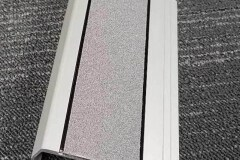 415-stair-nosing-with-wide-98-mm-tread-with-grey-carborundum-insert-with-black-trim