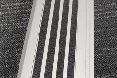 415-stair-nosing-with-wide-98-mm-tread-with-silver-anodised-tiger-stripe